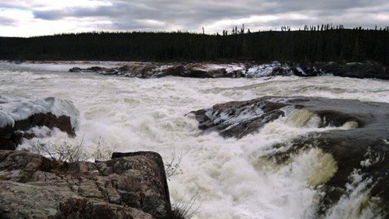 Le fleuve Churchill est source de discorde entre Terre-Neuve-et-Labrador et le Québec depuis la signature du contrat de la centrale de Churchill Falls, en 1969.