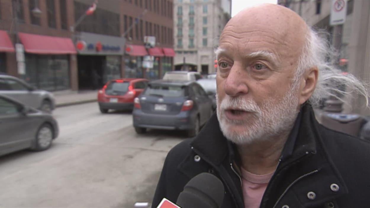L'artiste en entrevue à Radio-Canada