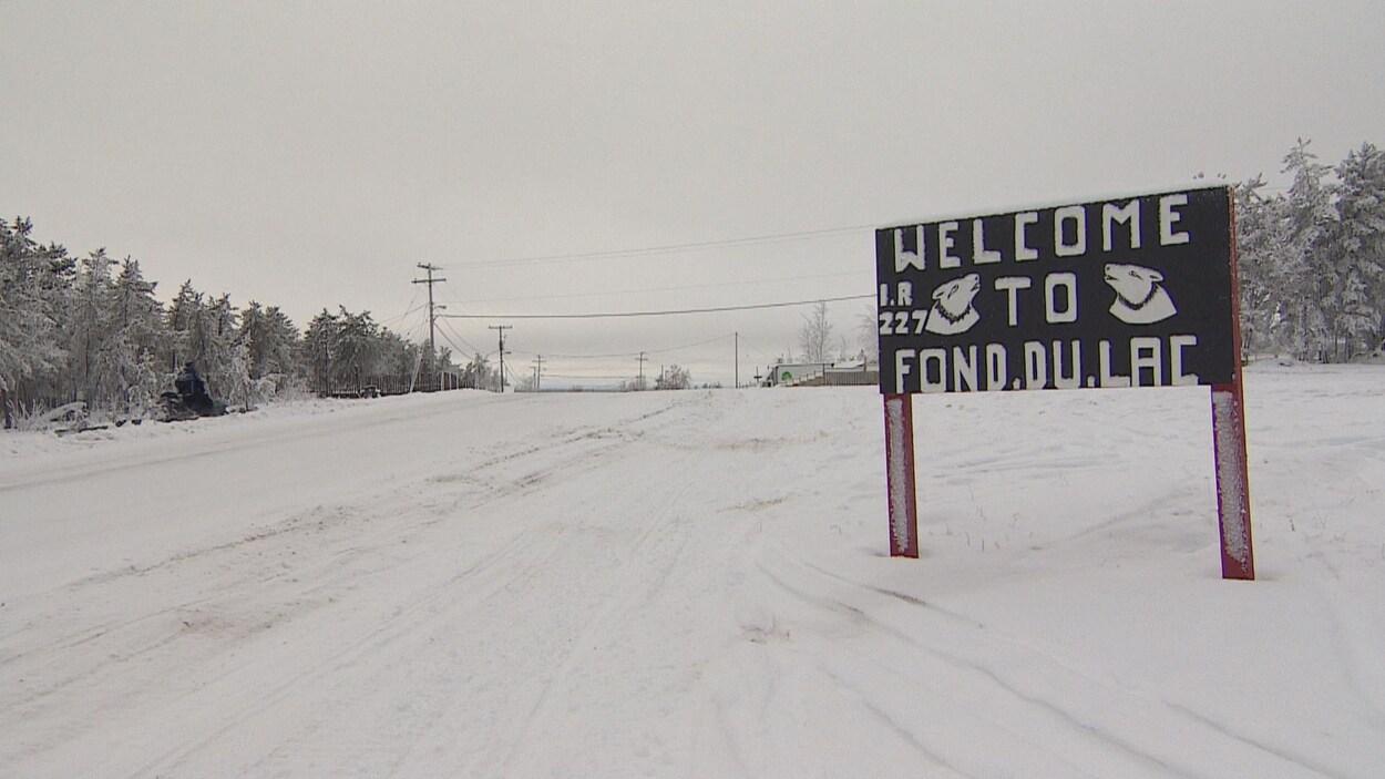 """Pancarte sur laquelle il est inscrit """"Bienvenu à Fond-du-Lac"""" en anglais."""