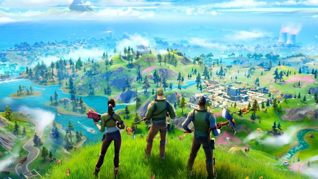 Des personnages de Fortnite observent un paysage du haut d'une colline.