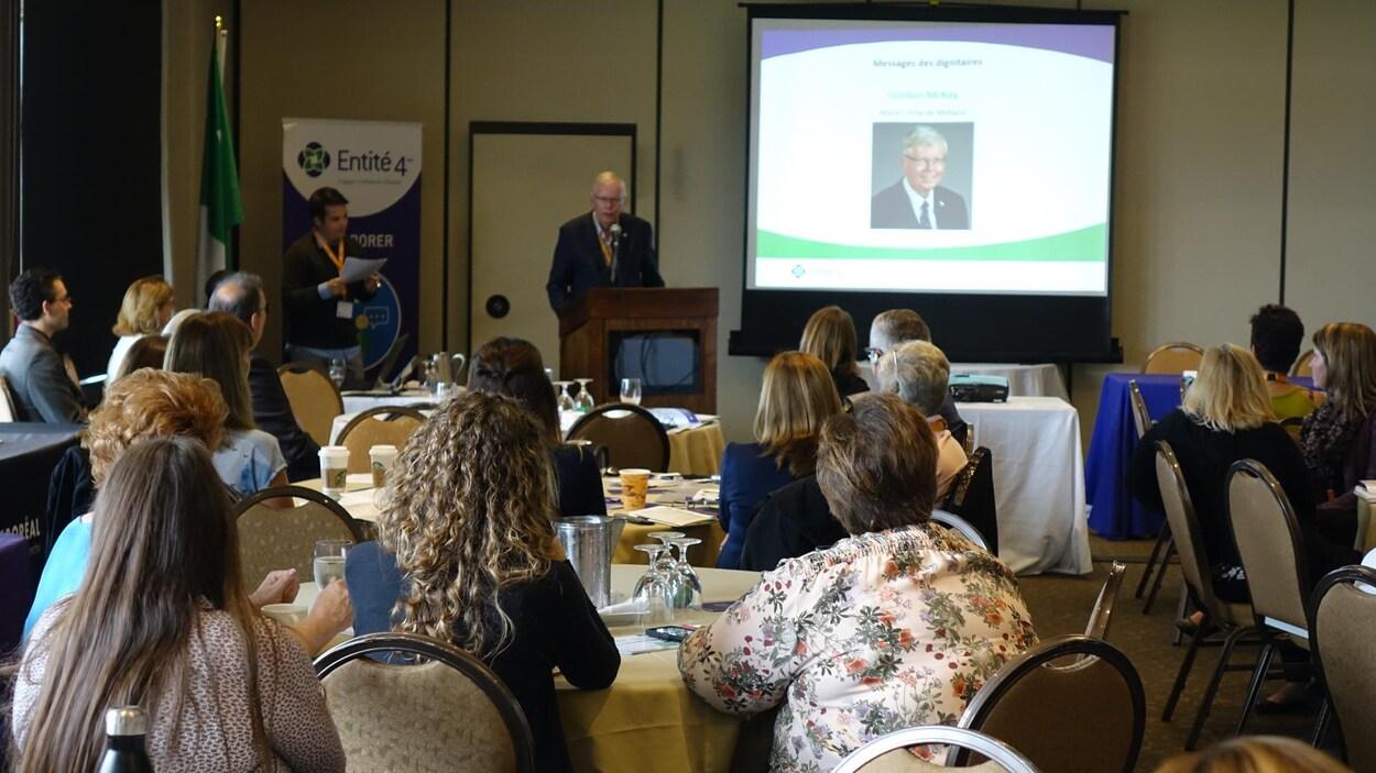 Le maire de Midland, Gord McKay, était l'un des invités d'honneur au forum.