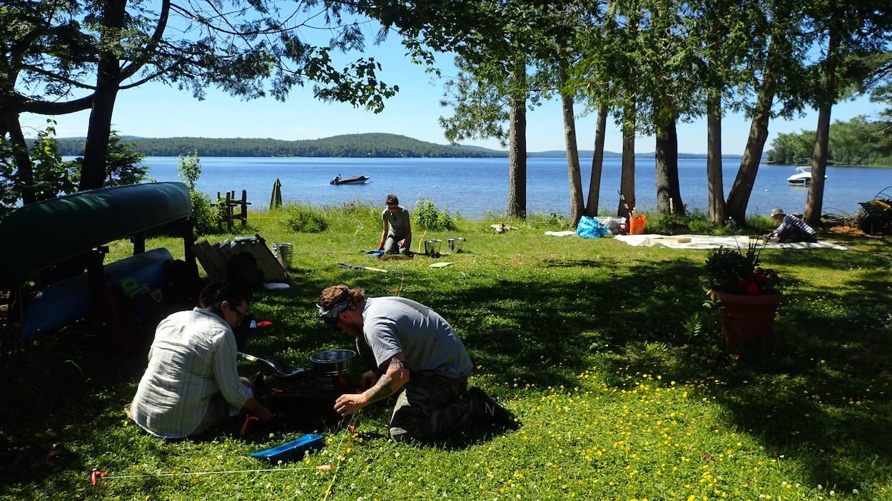 Une équipe d'archéologues inspecte le site du ruisseau Jourdain.
