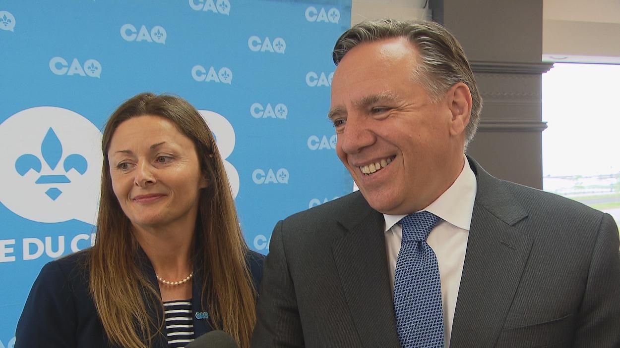Le chef de la CAQ, François Legault, est venu présenter la candidate dans la circonscription de Rimouski, Nancy Lévesque.