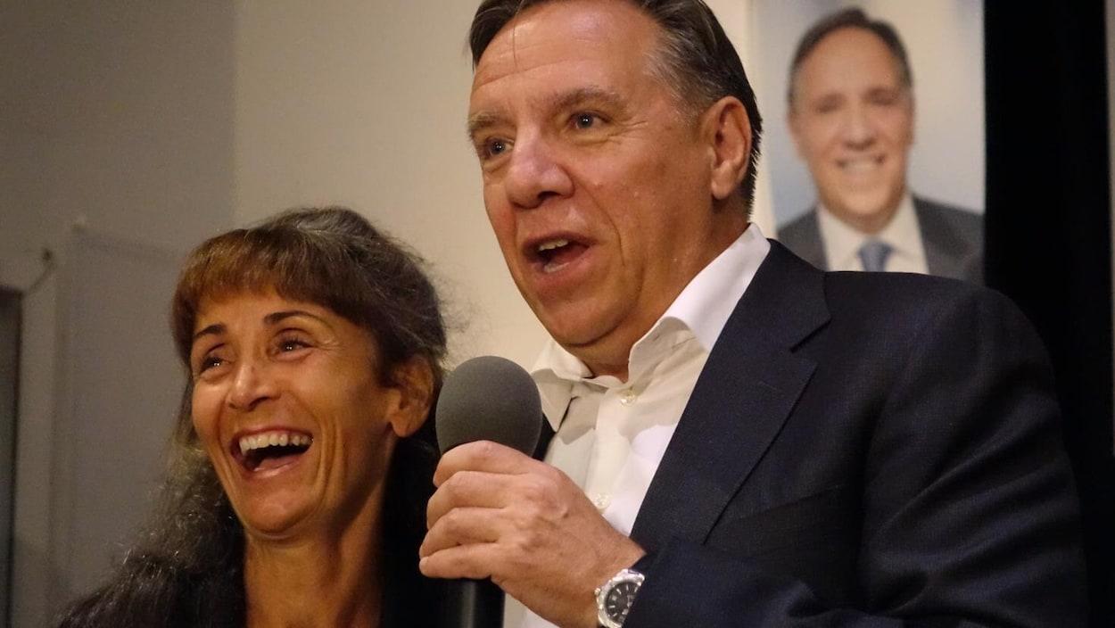 Le chef de la Coalition avenir Québec, François Legault et sa candidate dans Laviolette-Saint-Maurice, Marie-Louise Tardif.