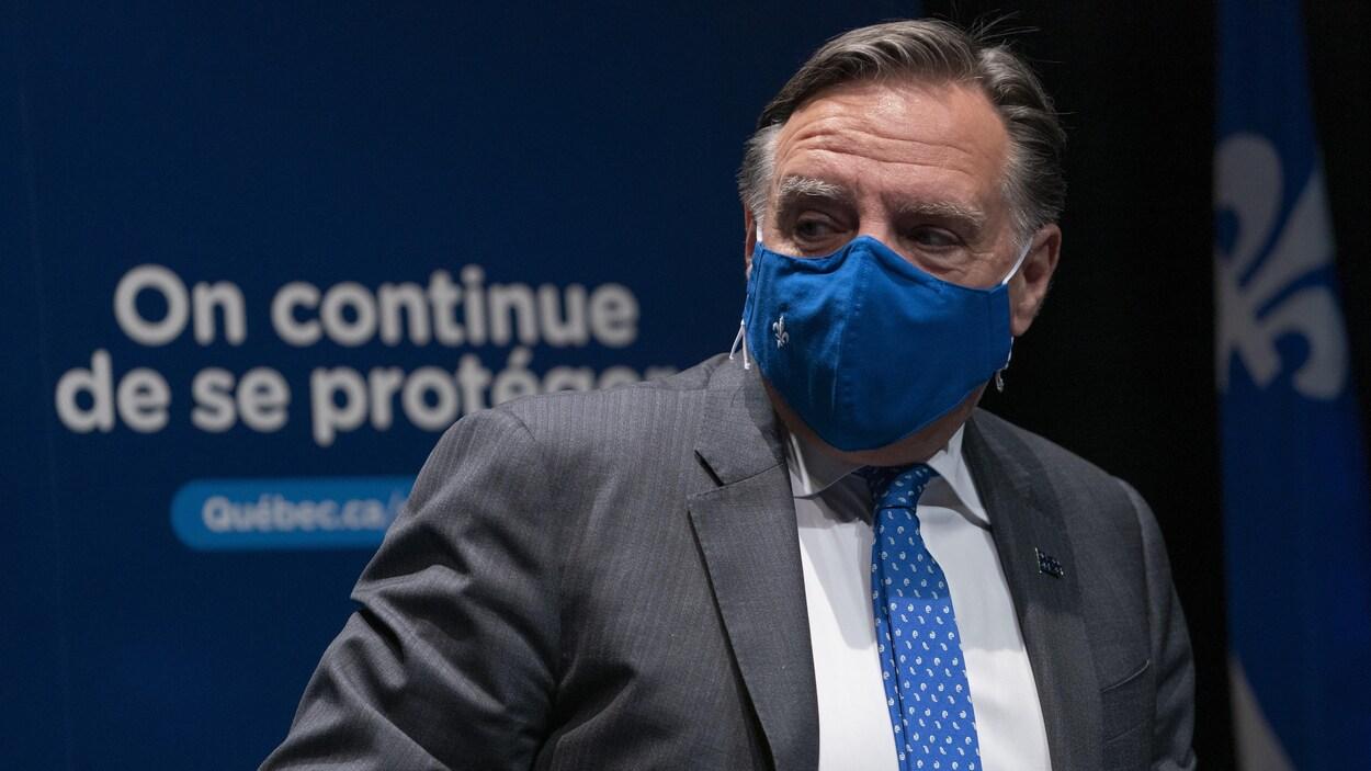 Le premier ministre du Québec, François Legault, portant un masque.