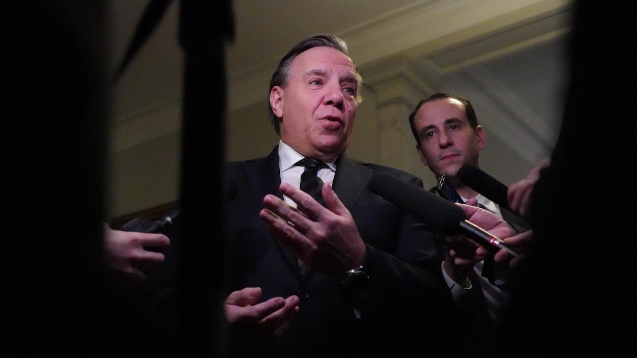 François Legault lors d'un point de presse.