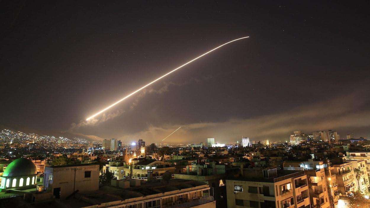 Hasil gambar untuk Frappes en Syrie: la France a tiré son premier missile de croisière naval