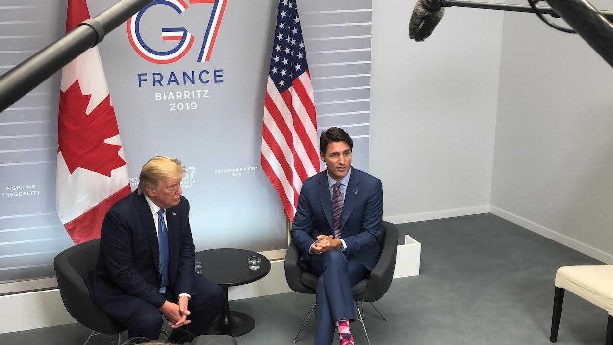 Le premier ministre canadien Justin Trudeau et le président américain Donald Trump, lors d'une rencontre au sommet du G7 à Biarritz, en France, le 25 août 2019.