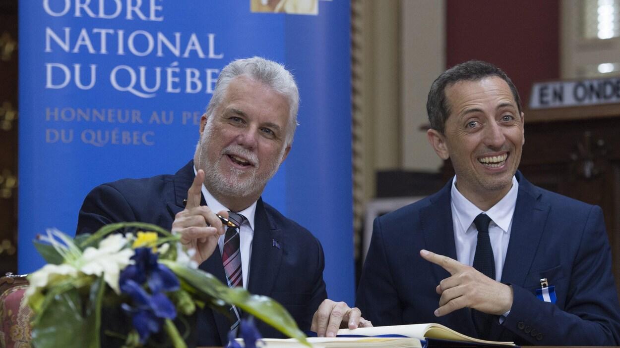 Le premier ministre Philippe Couillard et l'humoriste Gad Elmaleh