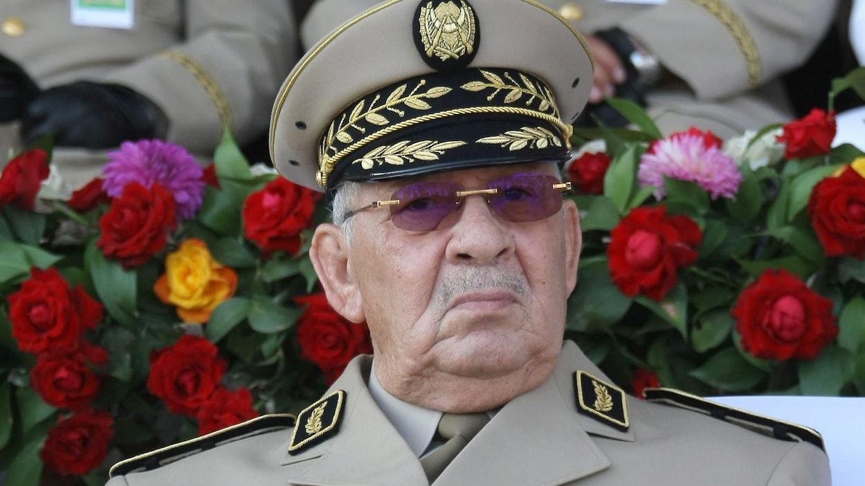 Ahmed Gaid Salah, chef d'état-major de l'armée algérienne, lors d'un défilé militaire à Alger.