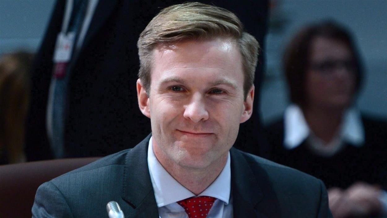 Brian Gallant souriant lors d'une réunion des premiers ministres provinciaux à Ottawa