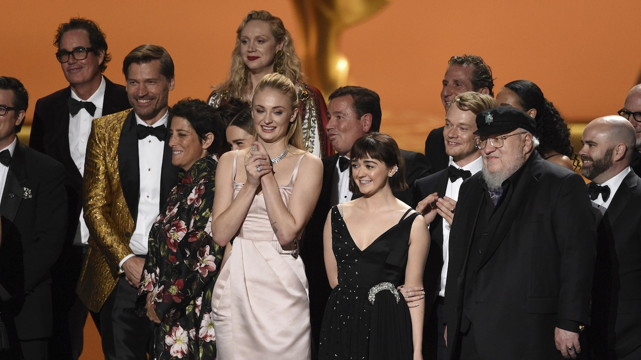 Une partie de la distribution de Game of Thrones est montée sur scène.