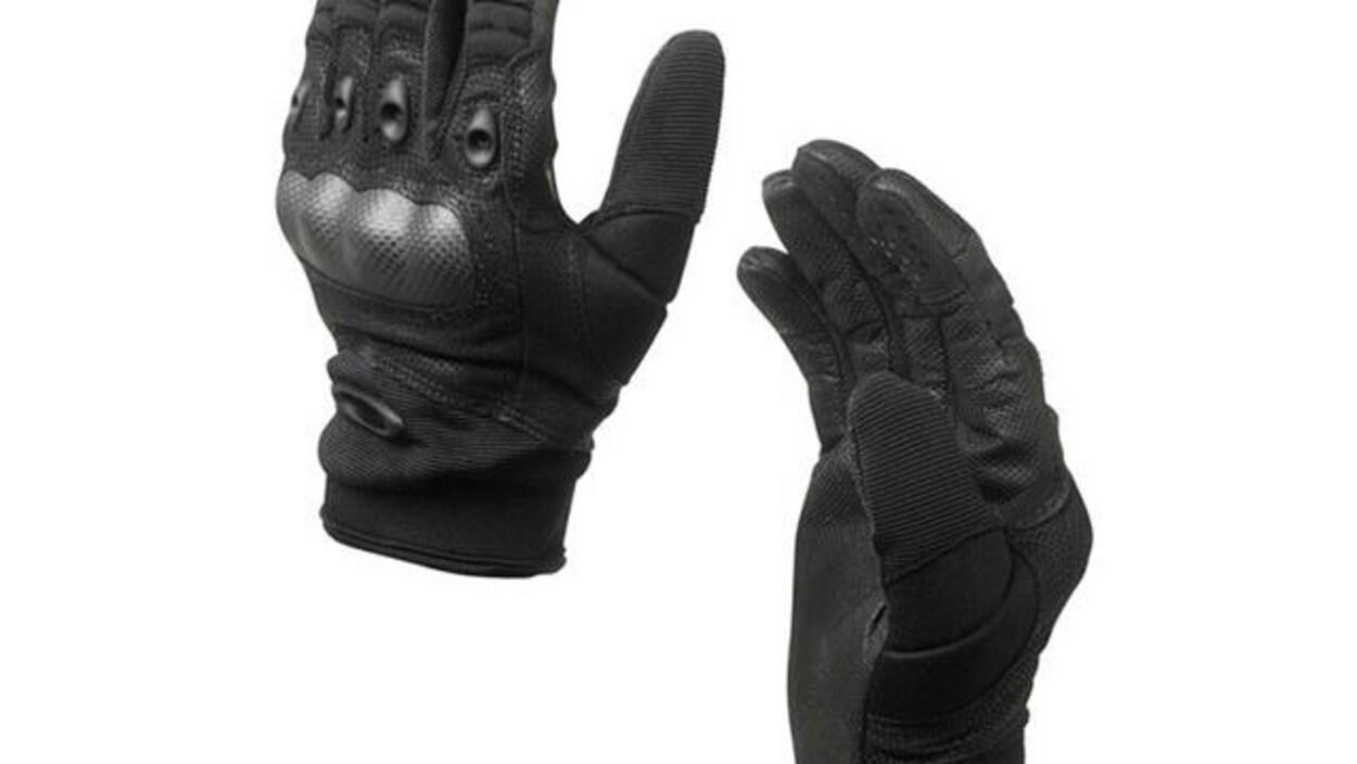 Des gants d'assaut Oakley Standard Issue