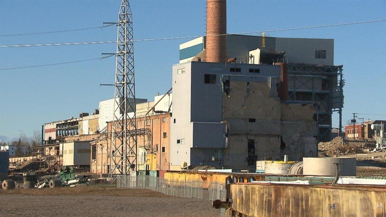 Extérieur du bâtiment en démolition