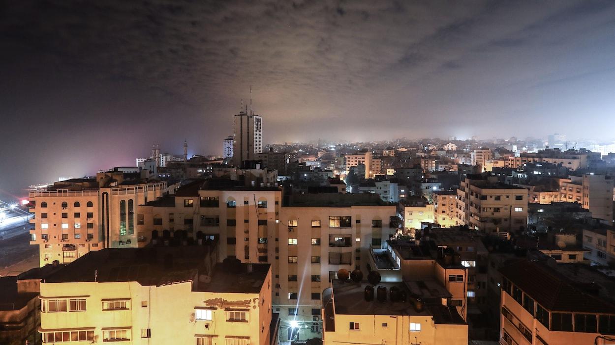 La ville de Gaza dans la nuit.