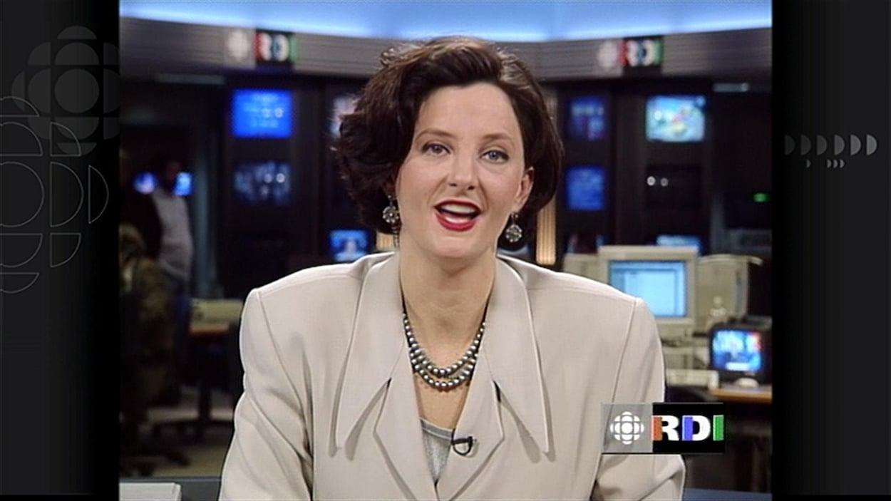 Geneviève Asselin dans la salle de nouvelles de RDI en 1995.