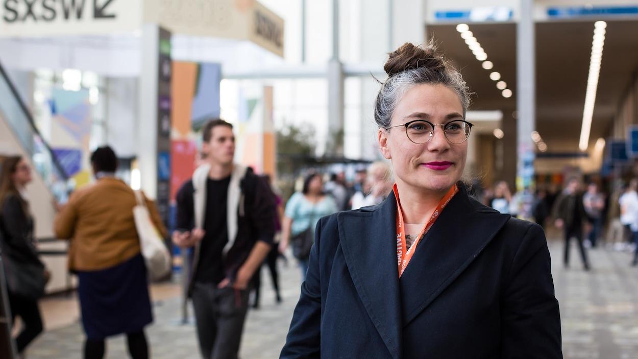 L'artiste québécoise Geneviève Levasseur, photographiée dans le hall du Austin Convention Center.