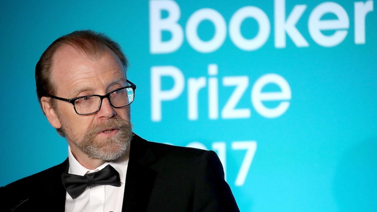 George Saunders fait un discours après avoir appris qu'il recevait le prix Booker