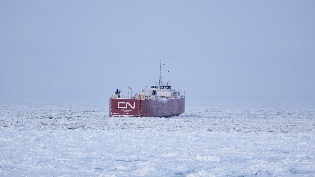 Le Georges-Alexandre-Lebel est resté dans les glaces une bonne partie de la journée du 3 janvier.