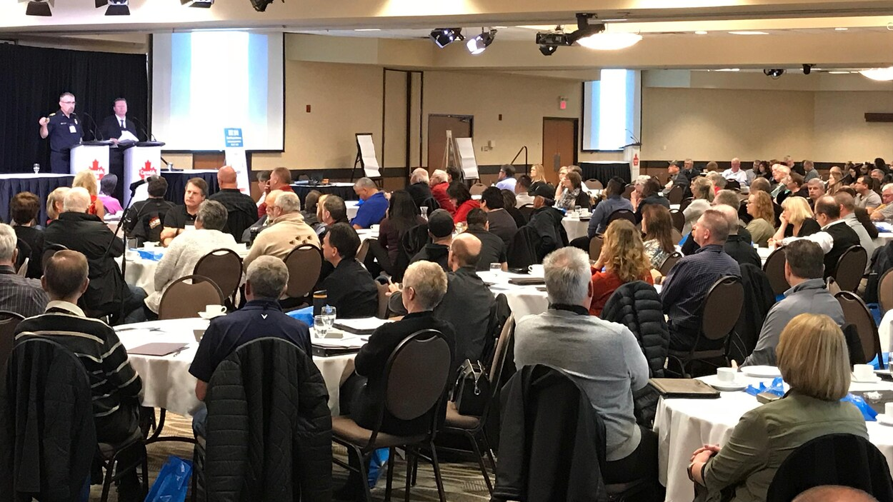 Le directeur municipal et le chef des pompiers de Humboldt, en Saskatchewan ont raconté aux participants leur expérience dans la gestion du drame.