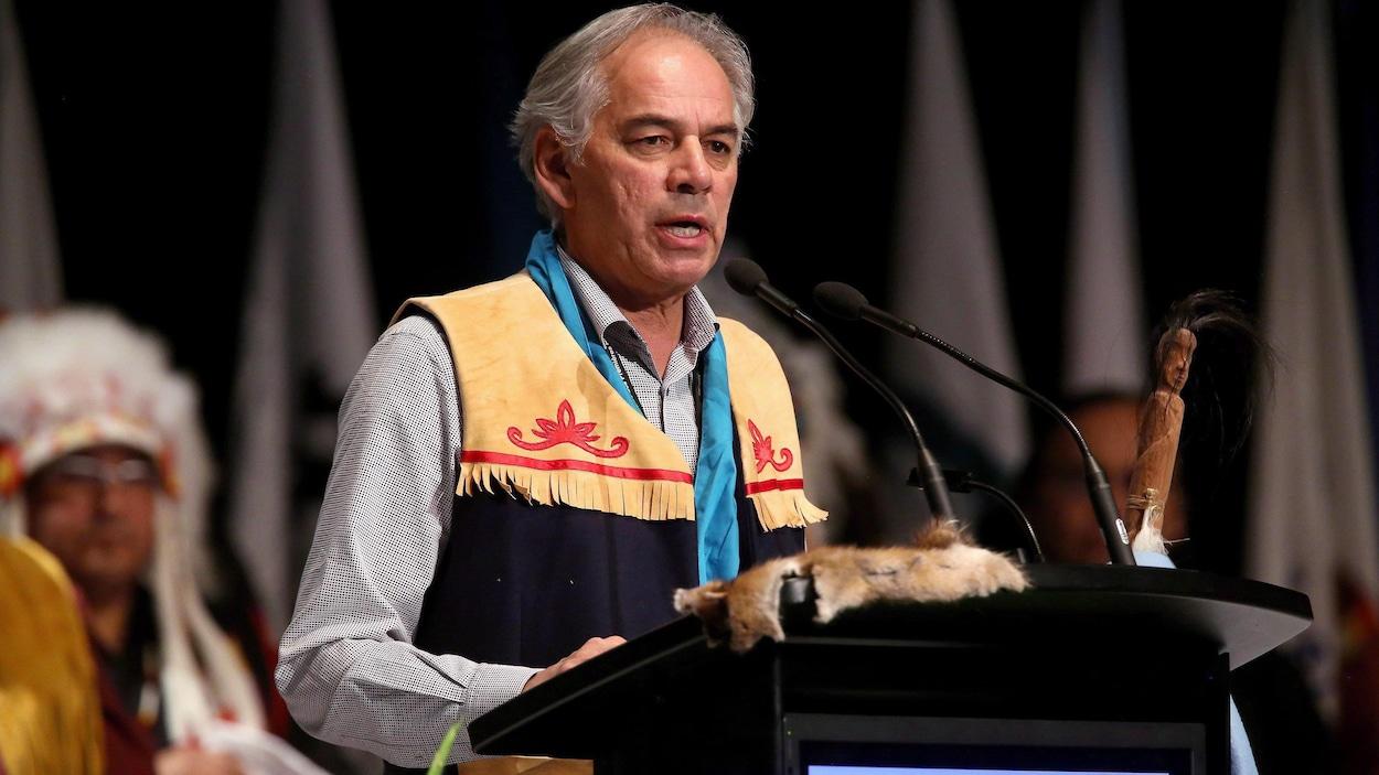 Ghislain Picard s'adressant à l'Assemblée des Premières Nations à Winnipeg en décembre 2014.