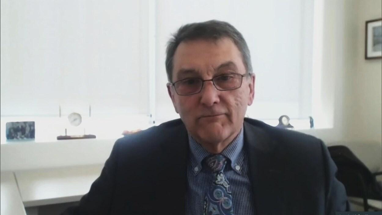 Gilles Lanteigne, PDG du Réseau de santé Vitalité, en entrevue avec Karine Godin au Téléjournal Acadie au sujet des ressources pour affronter le coronavirus au Nouveau-Brunswick.