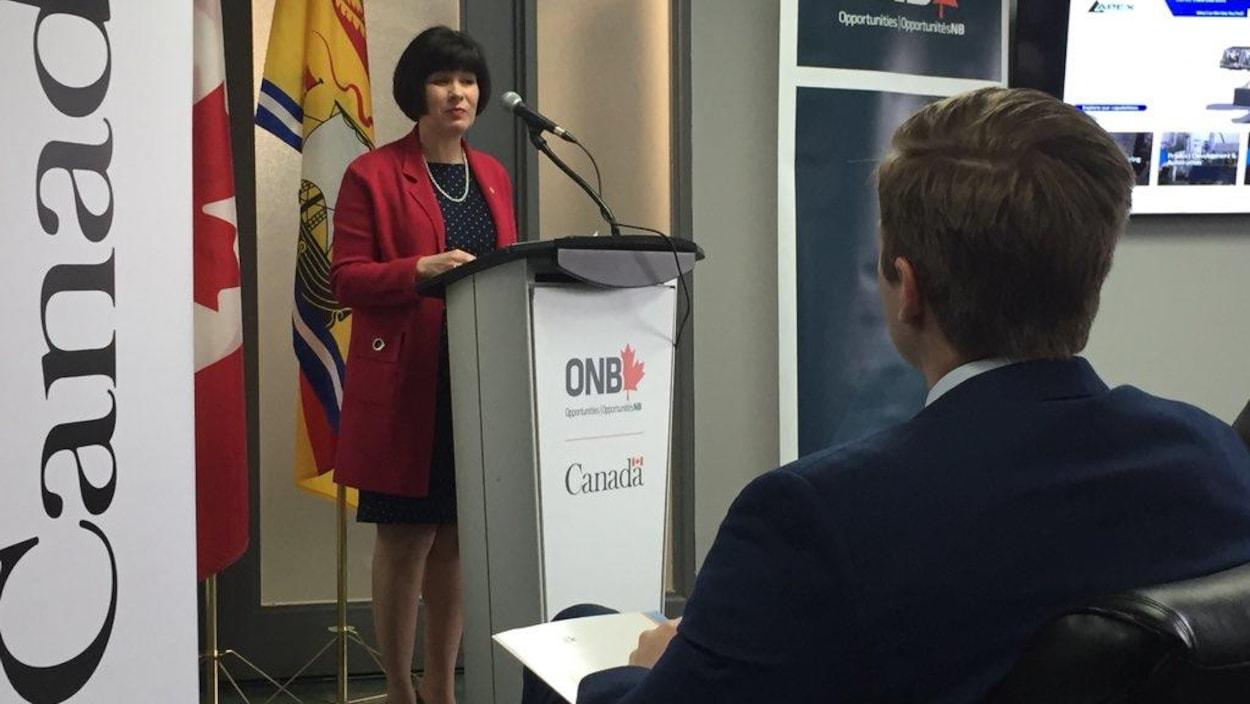 La députée de Moncton et ministre de la Santé, Ginette Petitpas Taylor, s'était déplacée pour l'annonce de même que le premier ministre du N.-B. Brian Gallant (à l'avant-plan).