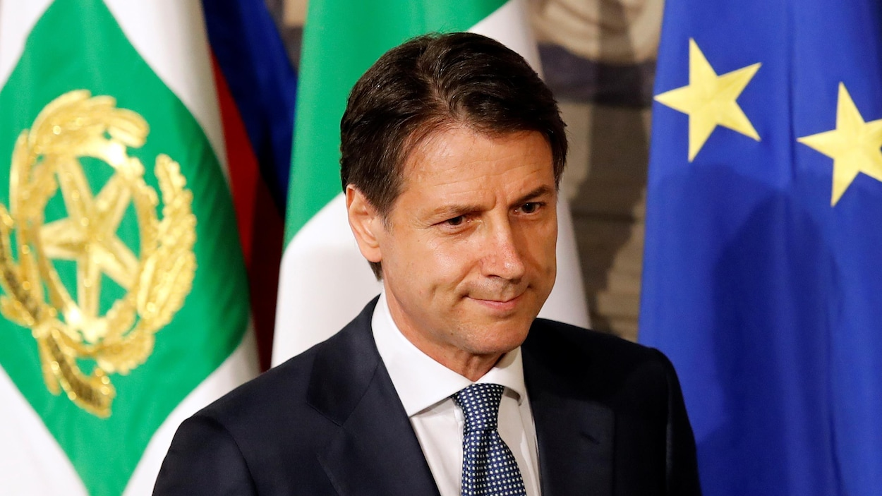 Le nouveau premier ministre italien, Giuseppe Conte, a été nommé par le président après plusieurs semaines d'hésitation, Giuseppe Conte n'ayant aucune expérience politique.