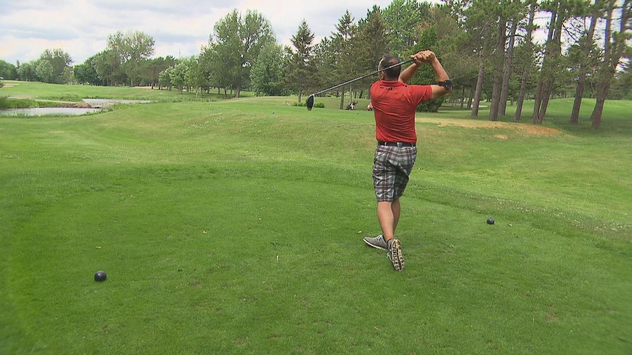 un golfeur.