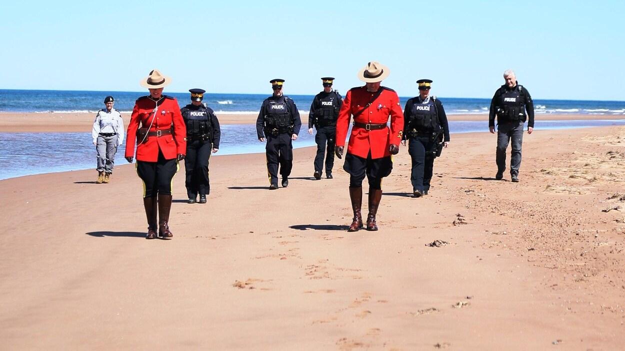 Des agents de la GRC à l'Île-du-Prince-Édouard.