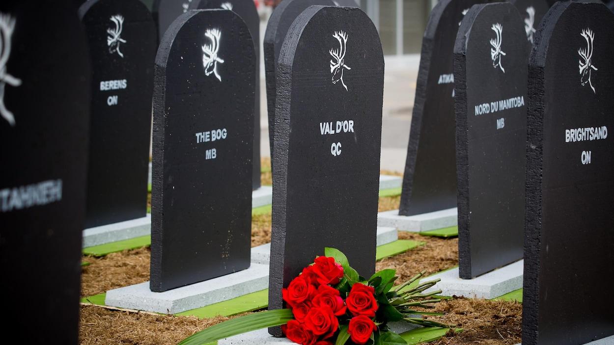 Des pierres tombales symbolisent les hordes de caribous disparues.