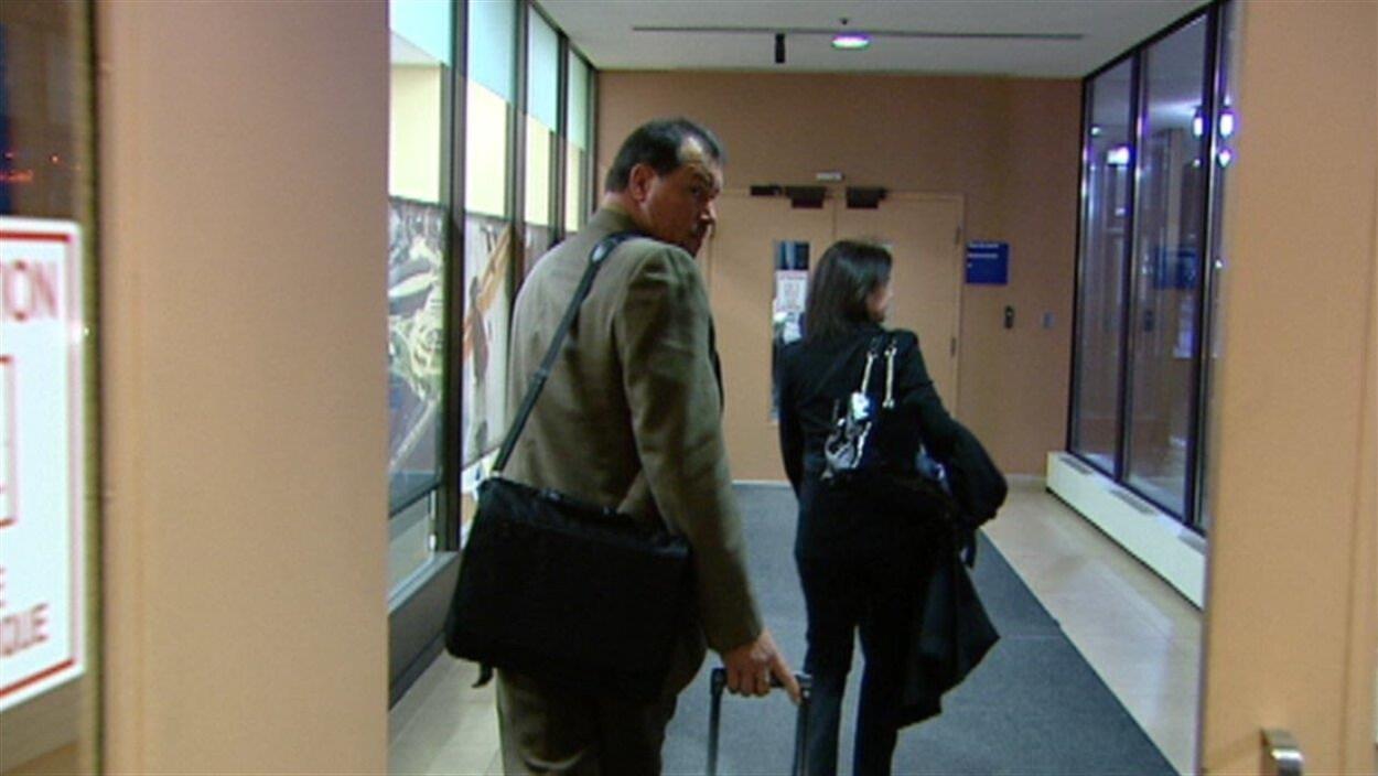 L'ex-policier de Gatineau arrive au palais de justice de Gatineau. (Archives)