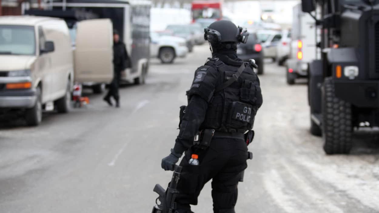 Un policier du Groupe tactique d'intervention de la police de Québec.