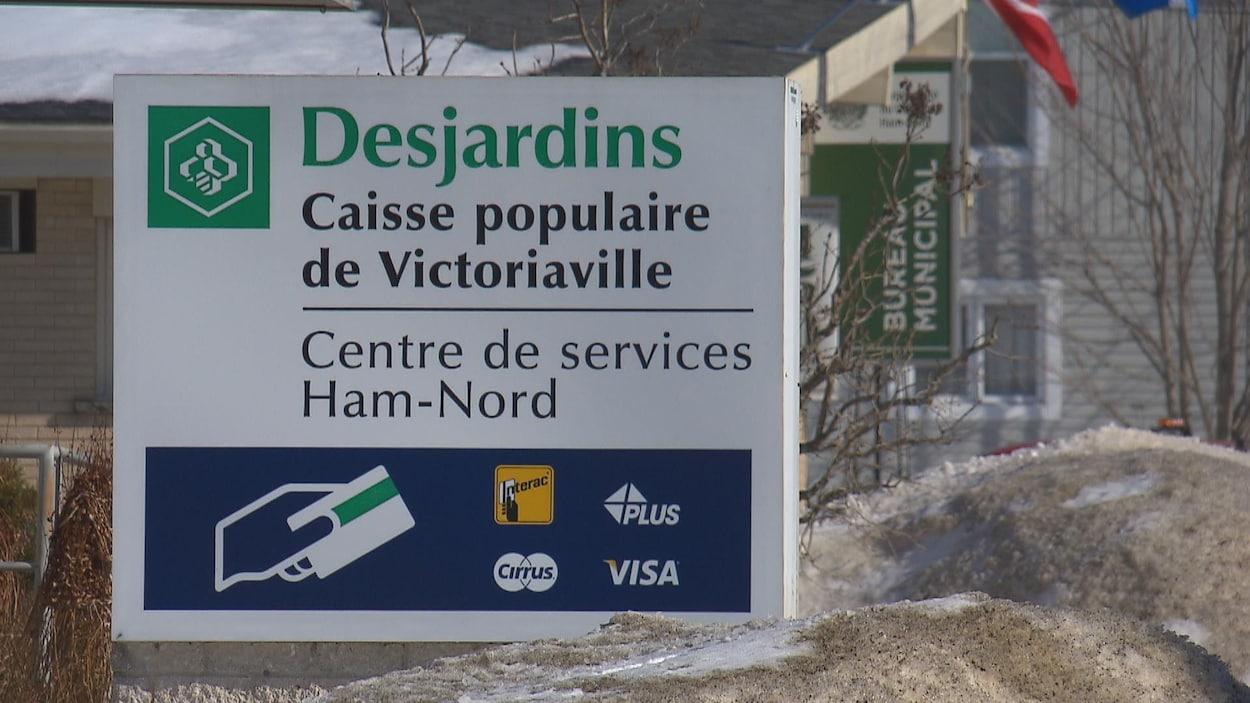 L'affiche annonçant le guichet automatique de Ham-Nord, au Centre-du-Québec.