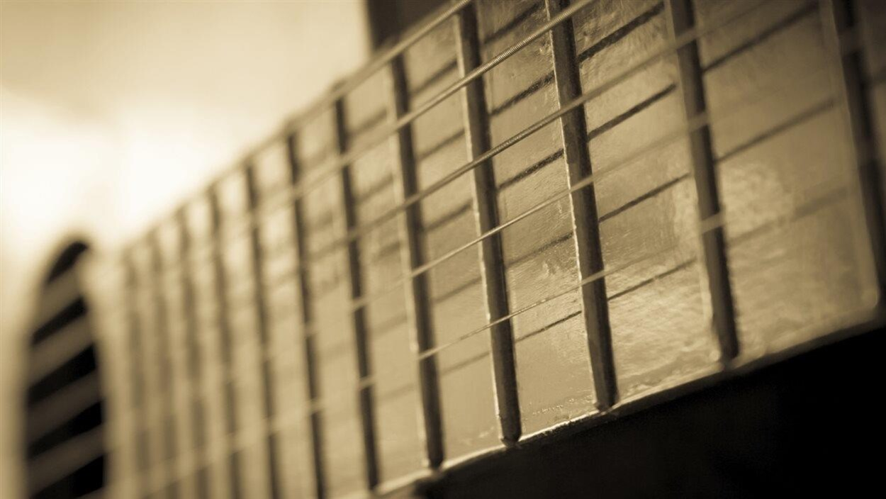 Une guitare country.