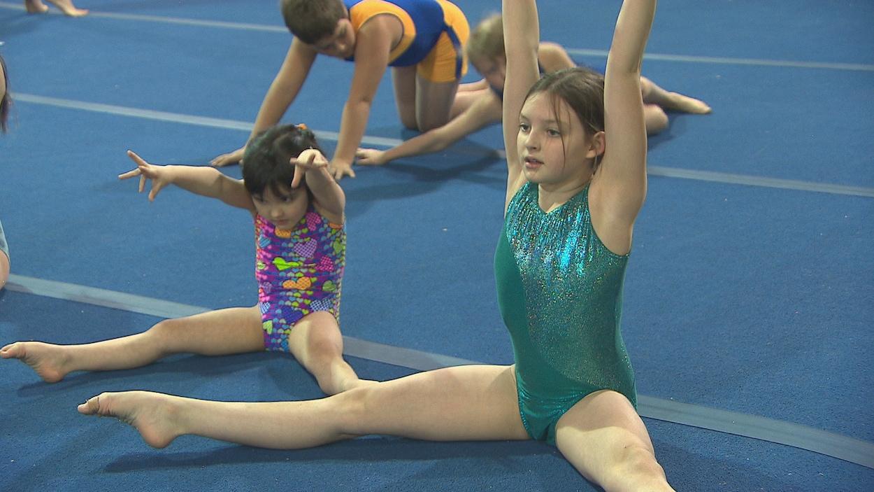 Des athlètes gymnastes.