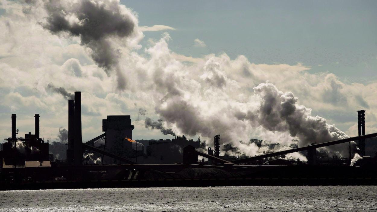 Des aciéries polluantes de Hamilton au bord de l'eau