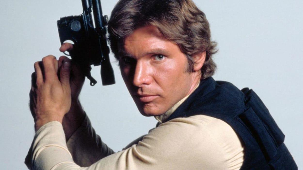 Harrison Ford prend la pose, déguisé en Han Solo pour la promotion des premiers films Star Wars.