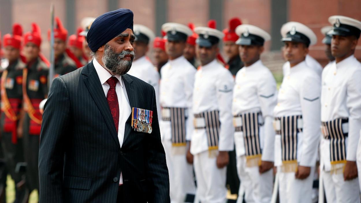 Le voyage du ministre de la Défense, Harjit Sajjan, doit lui permettre de renouer avec l'histoire de sa famille et à établir des relations plus étroites entre le Canada et l'Inde.