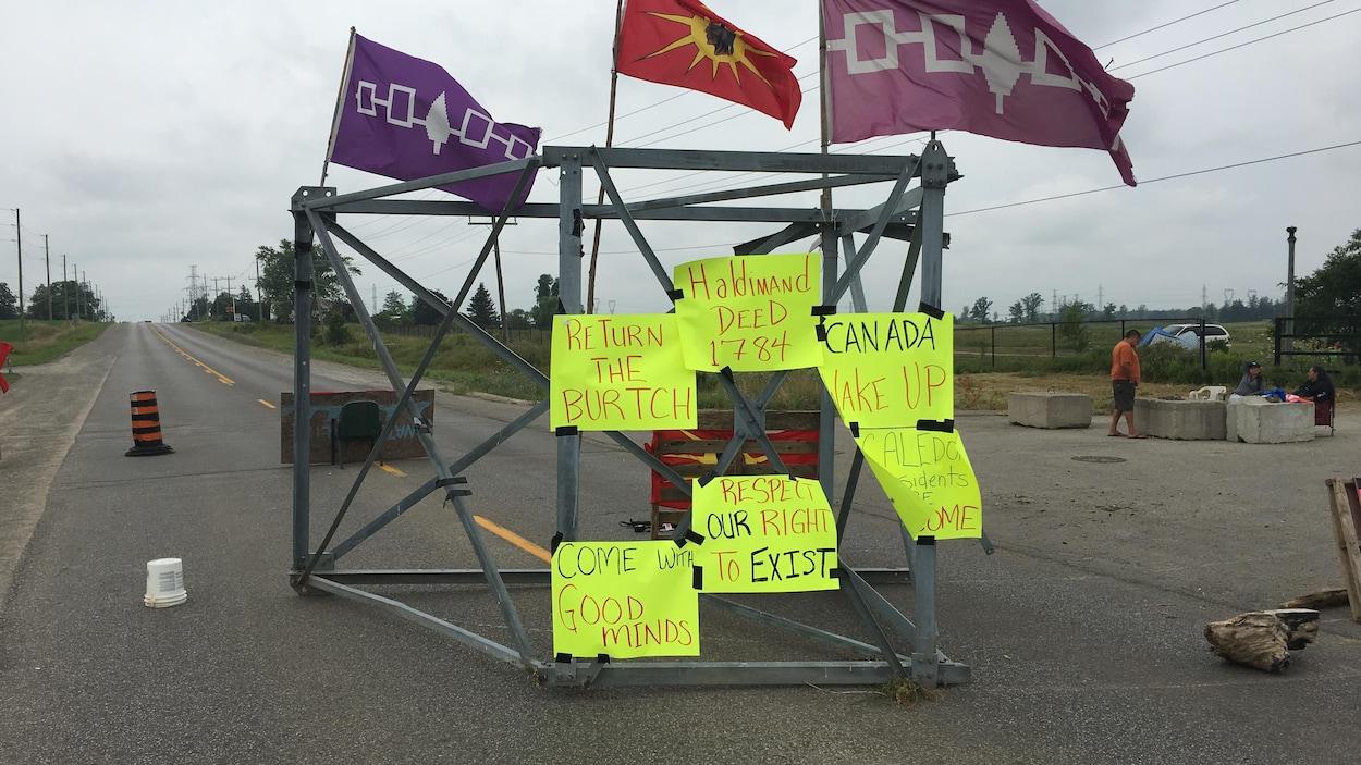 La barricade a été érigée par la confédération Haudenosaunee