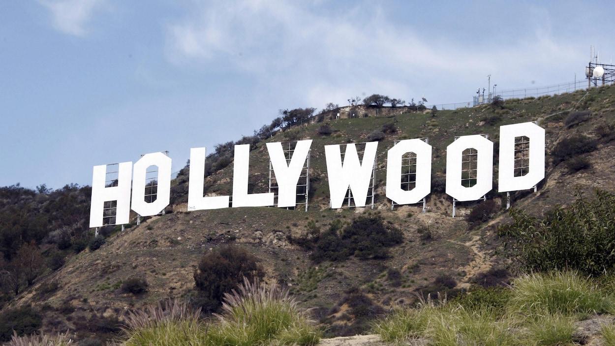 Photo des lettres emblématiques d'Hollywood, en Californie.