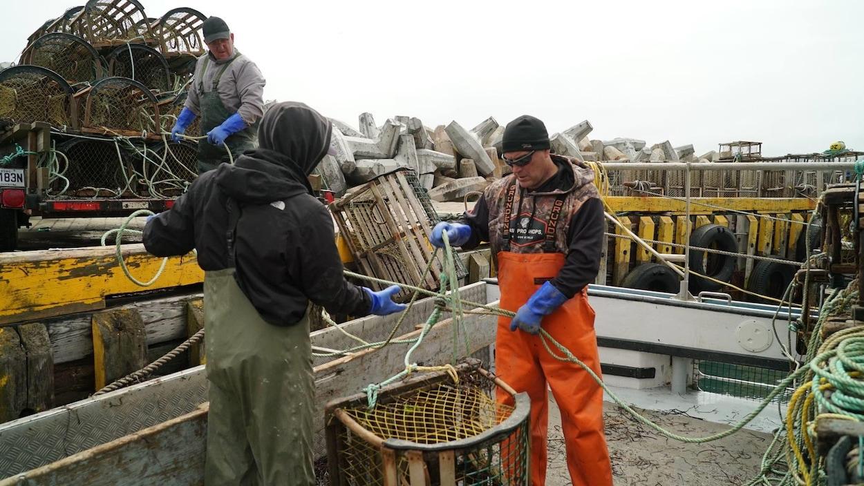 Les pêcheurs de homard se préparent pour le début de la saison