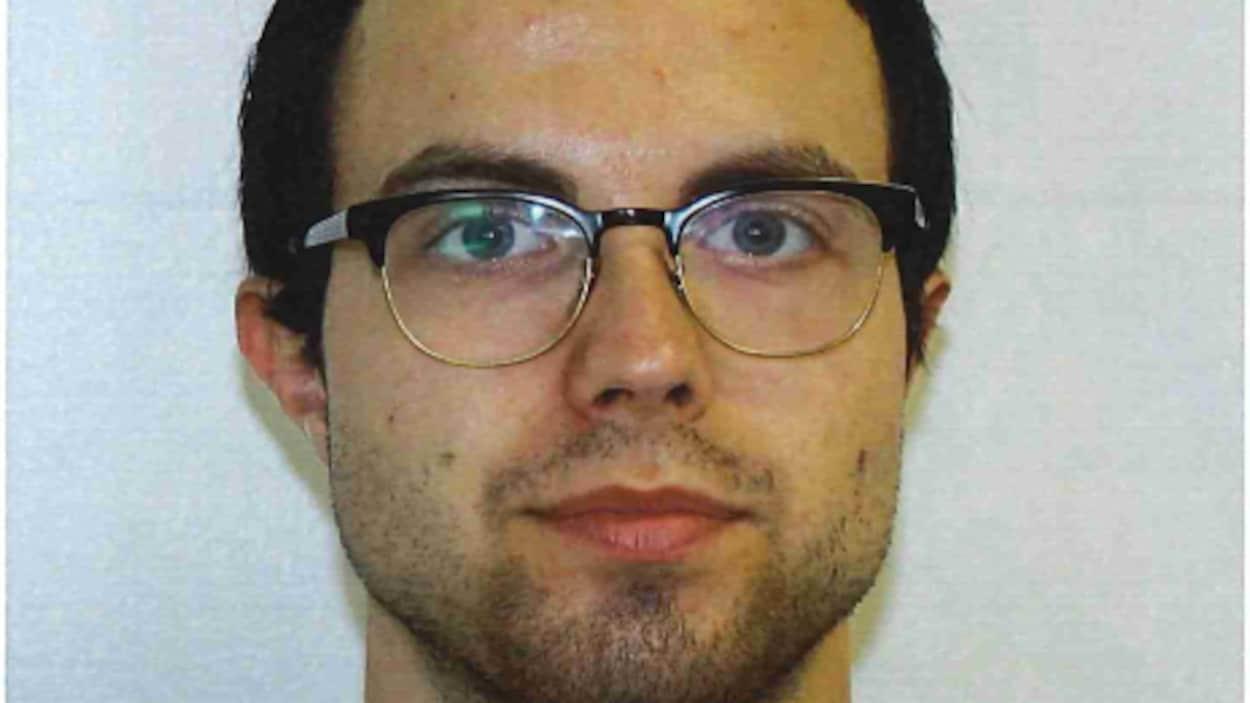Félix-Antoine Banville, 25 ans, était recherché par la police de Trois-Rivières. Il aurait poignardé son père dimanche matin.