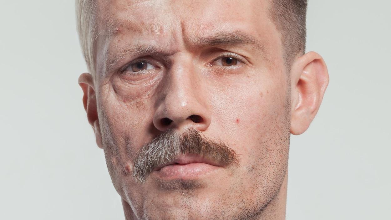 Montage de l'apparence du visage d'un même homme, jeune et vieux.