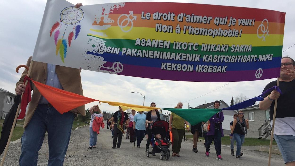 La communauté de Pikogan, qui mène un projet pour contrer l'homophobie et renforcer la diversité sexuelle.