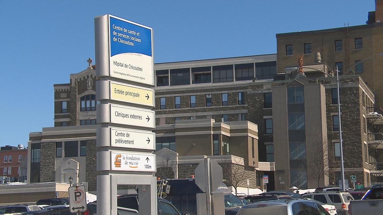 La facade de l'hôpital de Chicoutimi, rue Saint-Valier