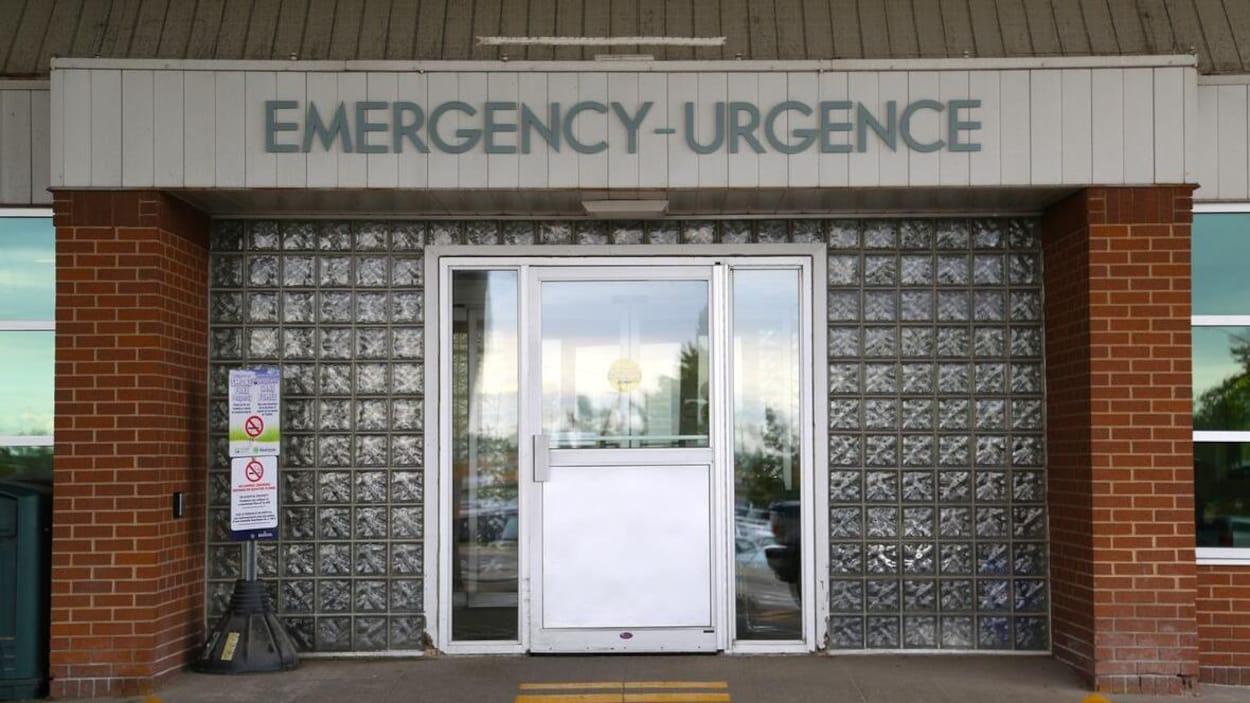 Porte d'entrée de l'urgence d'un hôpital.
