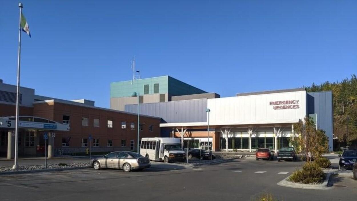 L'extérieur de l'urgence à l'Hôpital général de Whitehorse.