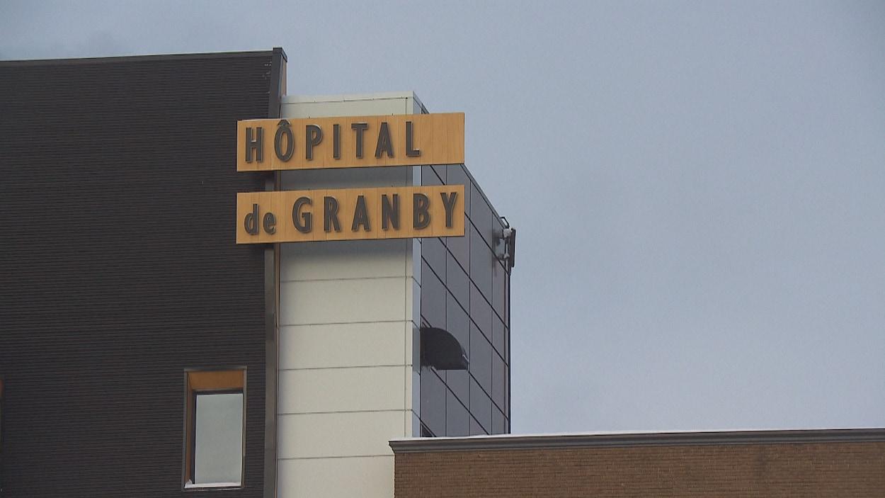 Devanture de l'hôpital de Granby.