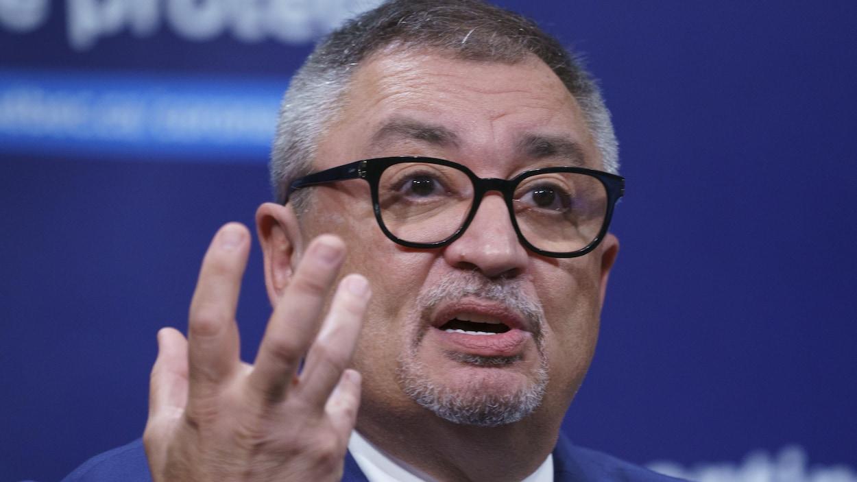Horacio Arruda lors d'une conférence de presse.